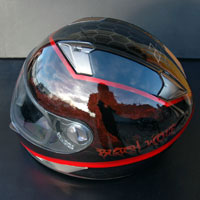 airbrush aerograf black and red helmet