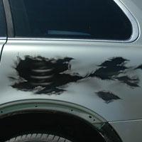 aerograf airbrush na samochodzie rozdarcia blachy